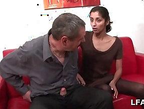 Casting porno dIndiana qui adore sucer des queues