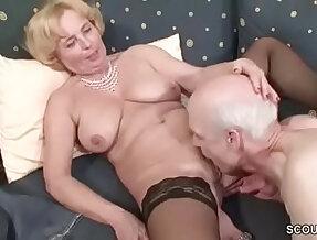 Oma und Opa ficken das erste mal im Porno fuer die Rente