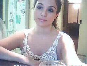 Cara de princesa y tetas maravillosas en la webcam