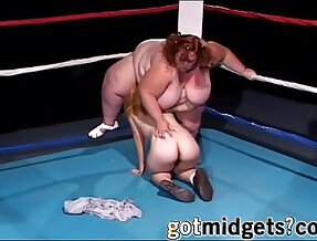 Midget With Strap on Fucks BBW On Ring