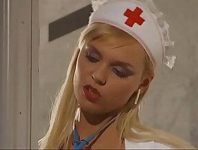 Nurse fucks hardcore Geile Krankenschwester fickt und